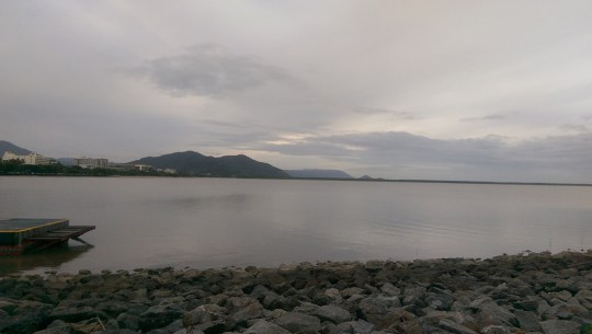 Cairns May 2015: View from Cairns Esplanade Lagoon