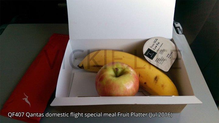 QF407 Qantas domestic flight fruit platter