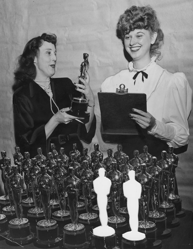 Trophy maker inspect Oscars 1948