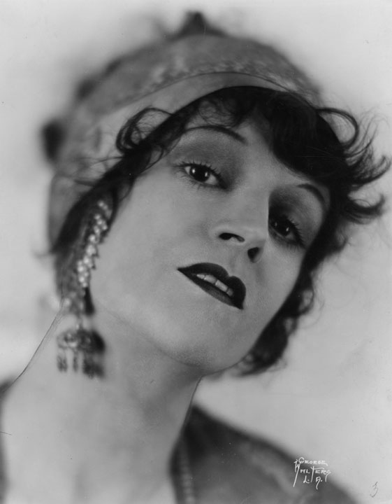 1929 Doris Kemper appears in The Front Page at Belasco Theater