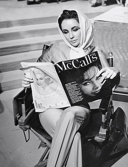 Elizabeth-Taylor-reading-McCalls-1962-Magazine-shes-on-the-cover.1
