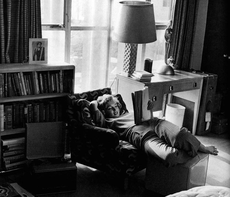 Marilyn+Monroe+at+home+by+Geo.+Barris