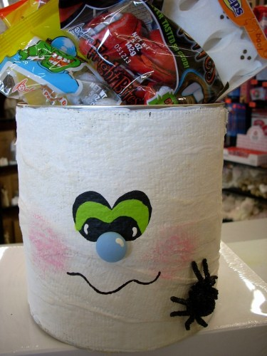 Halloween Crafts: Paint Can Mummy Treat Tote