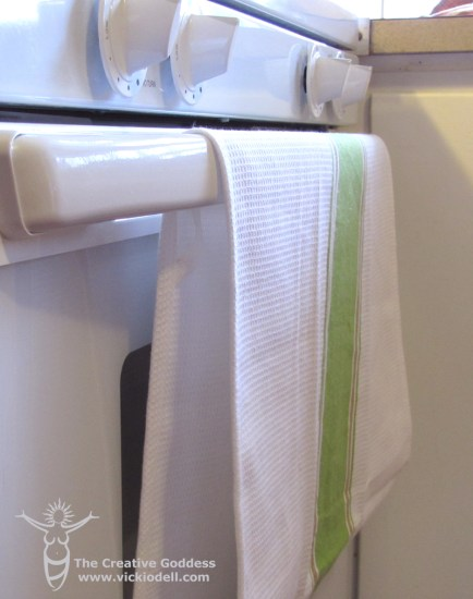 The Paperless Kitchen - Stay Put Oven Door Towel