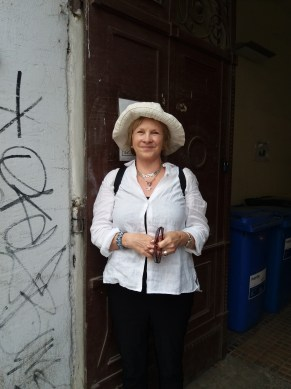 Bonnie outside Ungar abode