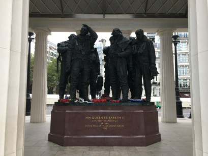 The Sculpture with the Bomber Command aircrew of 7