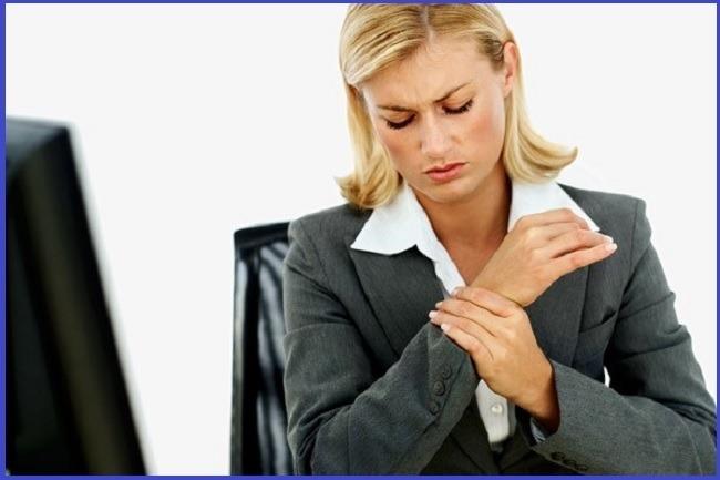 LER - Lesão por Movimento Repetitivo - Os sintomas incluem fraqueza, rigidez ou formigamento na área afetada