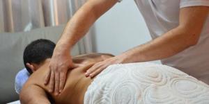 Massagem para dores nas costas - Vico Massagista