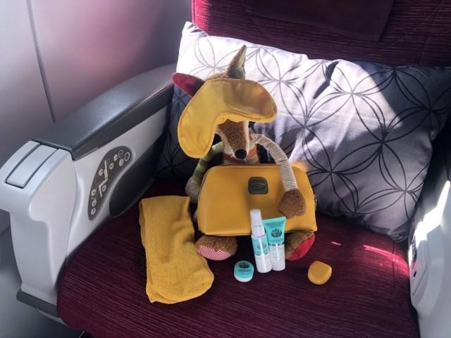 Brics Amenity Kit Quatar Airways in gelb