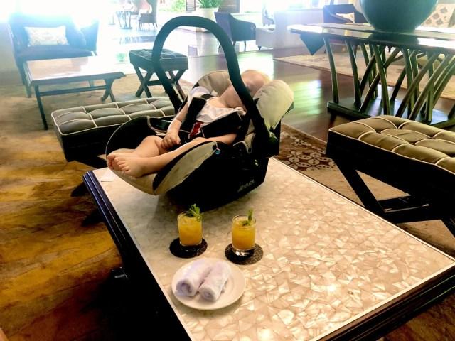 Welcome Drink und Serviette  beim Check-in