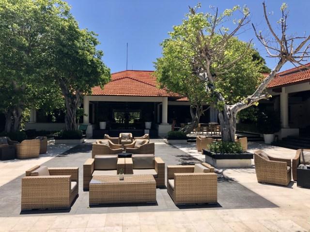 Chilliger Lounge Bereich auf den Terassen im  Laguna Luxury Resort & Spa