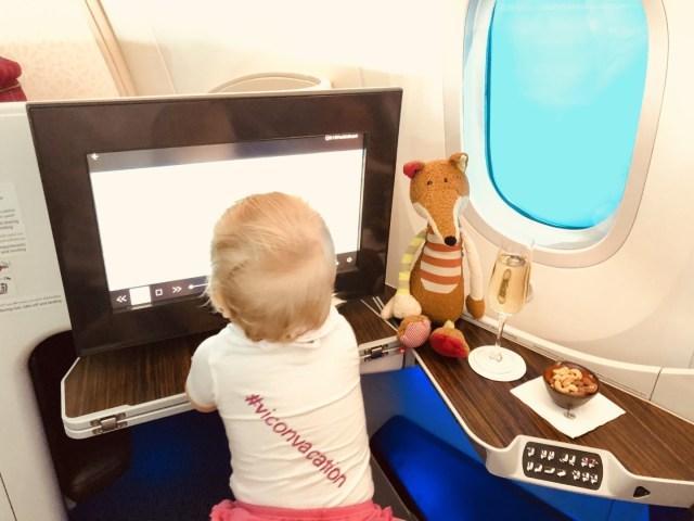 Qatar Airways Boeing 787 Dreamliner Business Class - 17 Zoll Monitor und Champagner