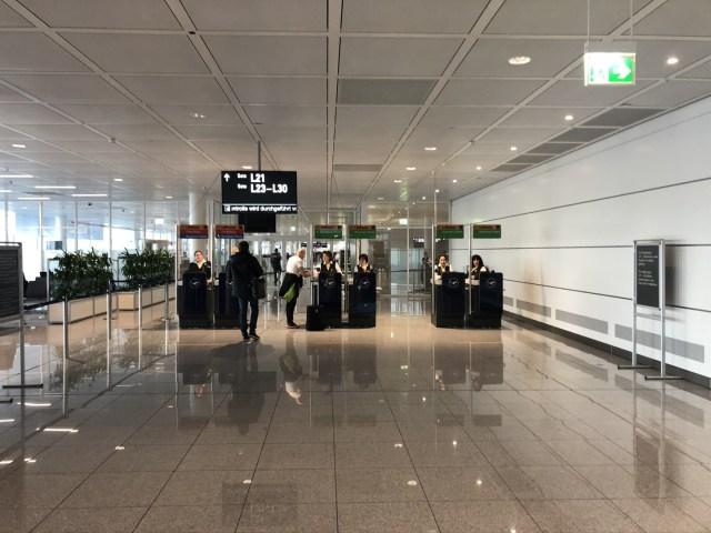 MUC Terminal 2 - Screening beim Boarding mit Ziel in den USA
