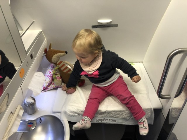 Baby Wickeltest im Eurowings Airbus A330-300
