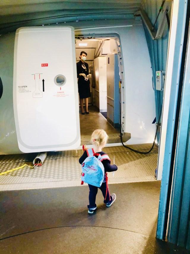 Rein in den Flieger wo mich die Stewardessen von Aegean herzlichst empfangen