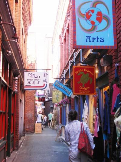 캐나다에서 가장 좁은 거리 Fan Tan Alley