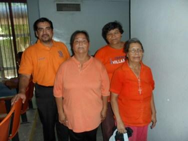 Madres de familia apoyando la Equidad de Género en la actividad #25deNaranja