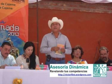 Prof. Juan Silverio Jaime León comentando la Danza del Venado Yaqui.