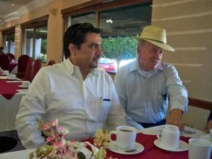 Su servidor, con el Sr. Ramón Íñiguez Franco, Editor de Quehacer Cultural.