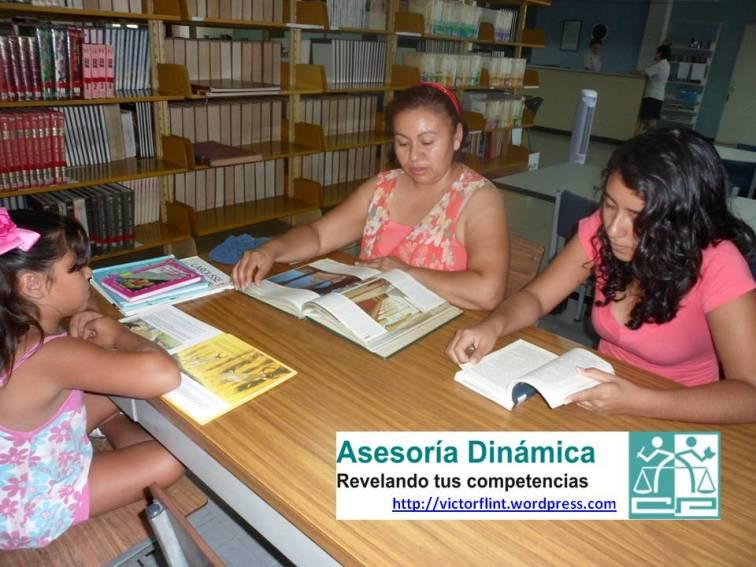 Fam. Morales López leyendo un sábado por la mañana en BPJCR.