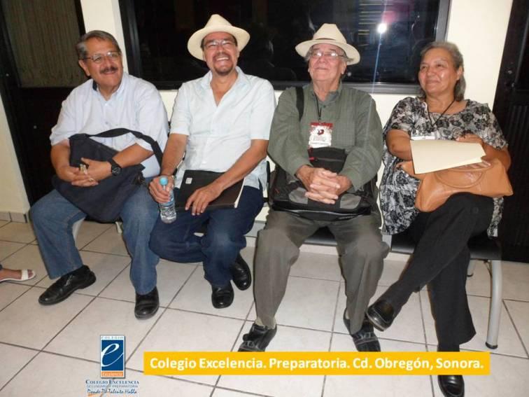 Participantes de Mesa de Lectura en Colegio Excelencia.