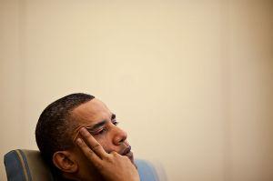 800px-Barack_Obama_in_the_Oval_Office,_April_2010