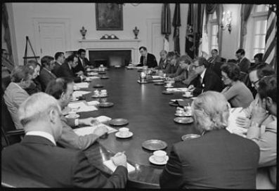 Photo of Jimmy Carter holding cabinet meeting 1977 photo by US National Archives