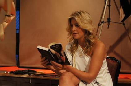 Cheska-Hull-reading-from-The-Diary-of-a-Submissive-low-res