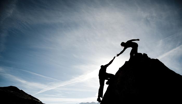 helping-hand-climbing-700x400