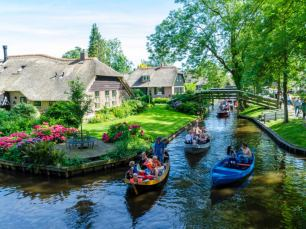 giethoorn-holland-streets-made-of-water