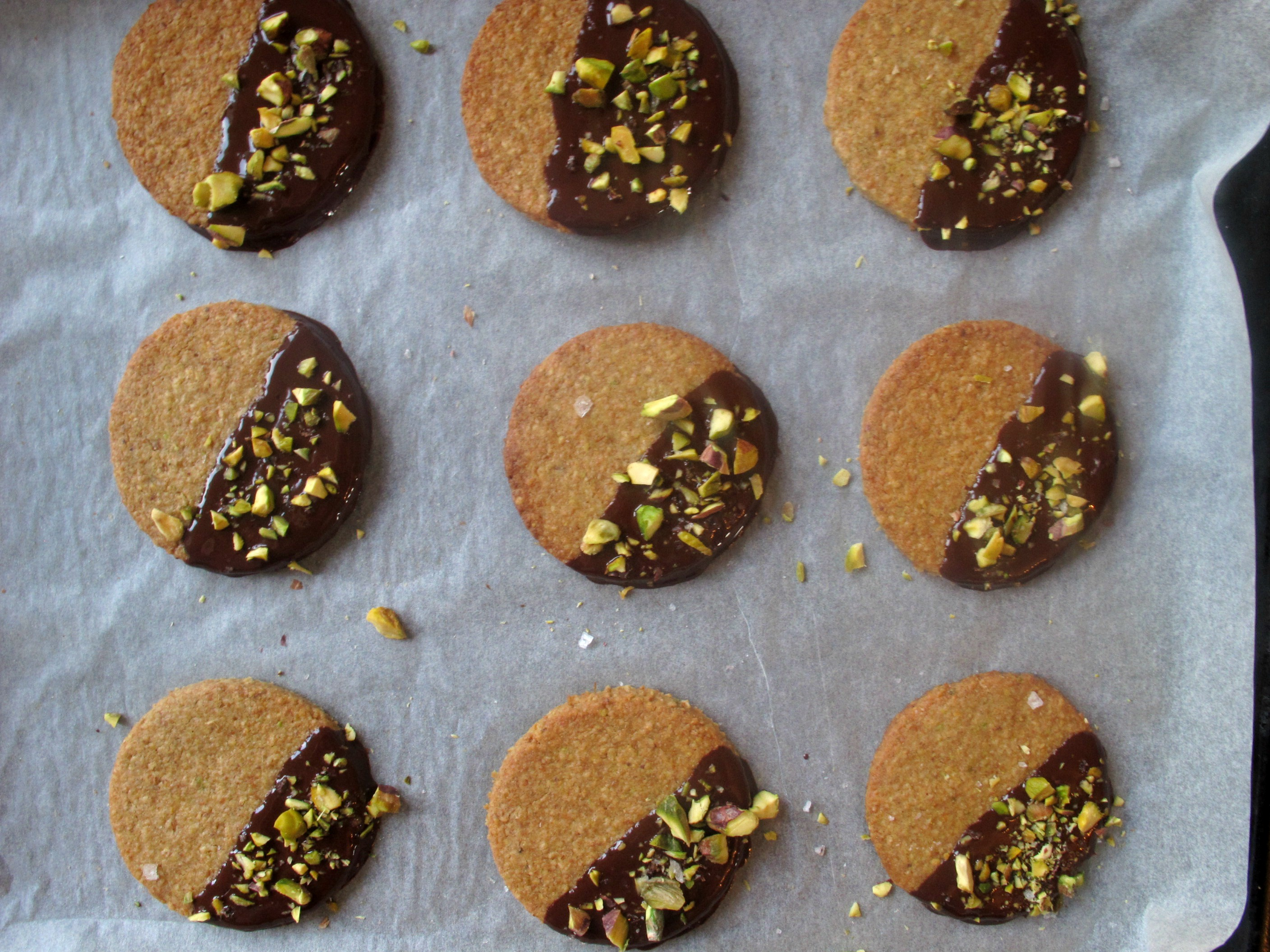 Salted Pistachio and Dark Chocolate Digestives