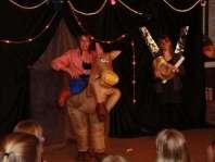 Bonte avond: Niki en Kelly met hun act