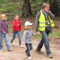 Jessie, Lara, Kim en Job op weg terug naar de boerderij