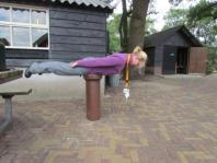 Caroline doet aan planking