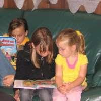 Sophie, Dana en Kim lezen stripboeken