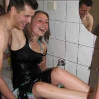 Kelly wordt gedoopt door Roeland
