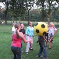 Volleybal met reuzenbal