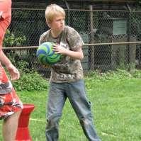 Lars kijkt even waar de bal heen moet