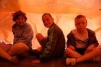 Yvonne, Thijs en Anthony onder het zeil