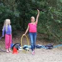 Roos aan het begin van haar ritmisch gymnastiek opdracht