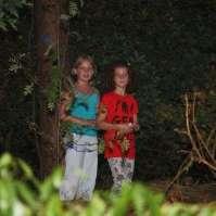 Jessie en Lara in het donkere bos