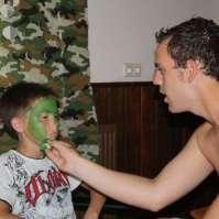 Karel schminkt Ryan