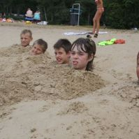 Pieter, Ryan, Kelvin, Sandor en Brantley hebben zich in laten graven