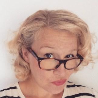 En selfie/ett självporträtt du tagit i år - Oklart när detta var, men borde varit före semestern eftersom jag har mina gamla glasögon på mig. Håret ser sommarkort och friskt ut. Och på nåt sätt ser jag ut som en helt vanlig person som inte är gravid. Härligt ändå!