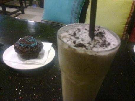 Oreo Milkshake & chocolate muffin