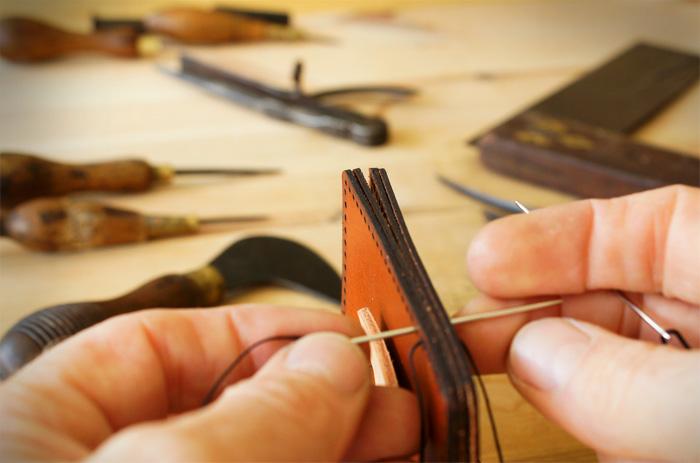 saddle stitching shuttl wallet