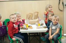 EasterForKids2016_lunch2