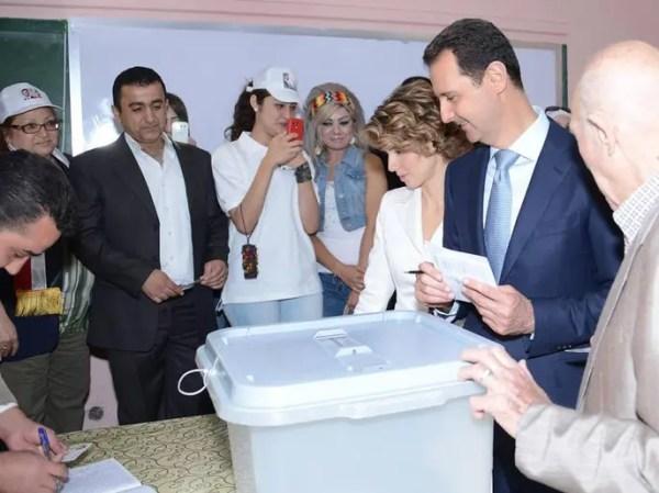 أخبار 24 | الأسد يدلي بصوته في مركز وسط دمشق