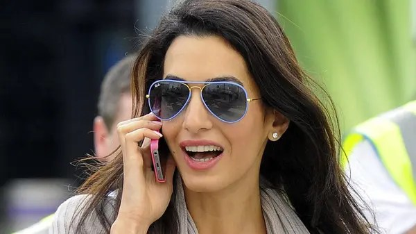 Video Amal Clooney Looks Sharp As She Meets Greek PM Al