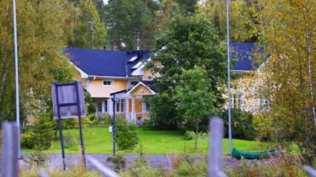 المنزل من 9 غرف نوم مع ملحقات، ويقترحه سيبيلا لإقامة 20 لاجئا طوال مدة ولايته